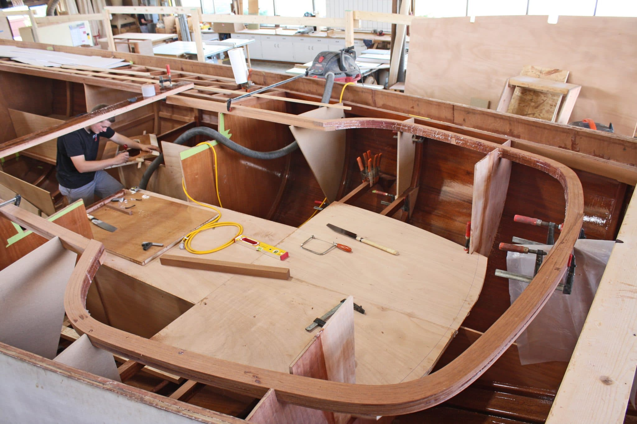 Helm shaping being installed on Italmas