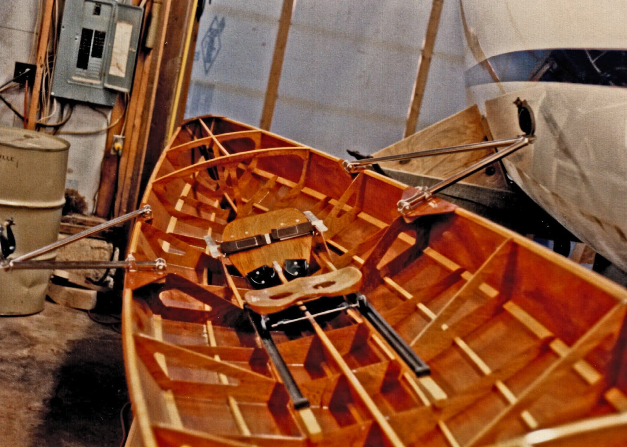 Seating and rowing mechanism in pulling boat